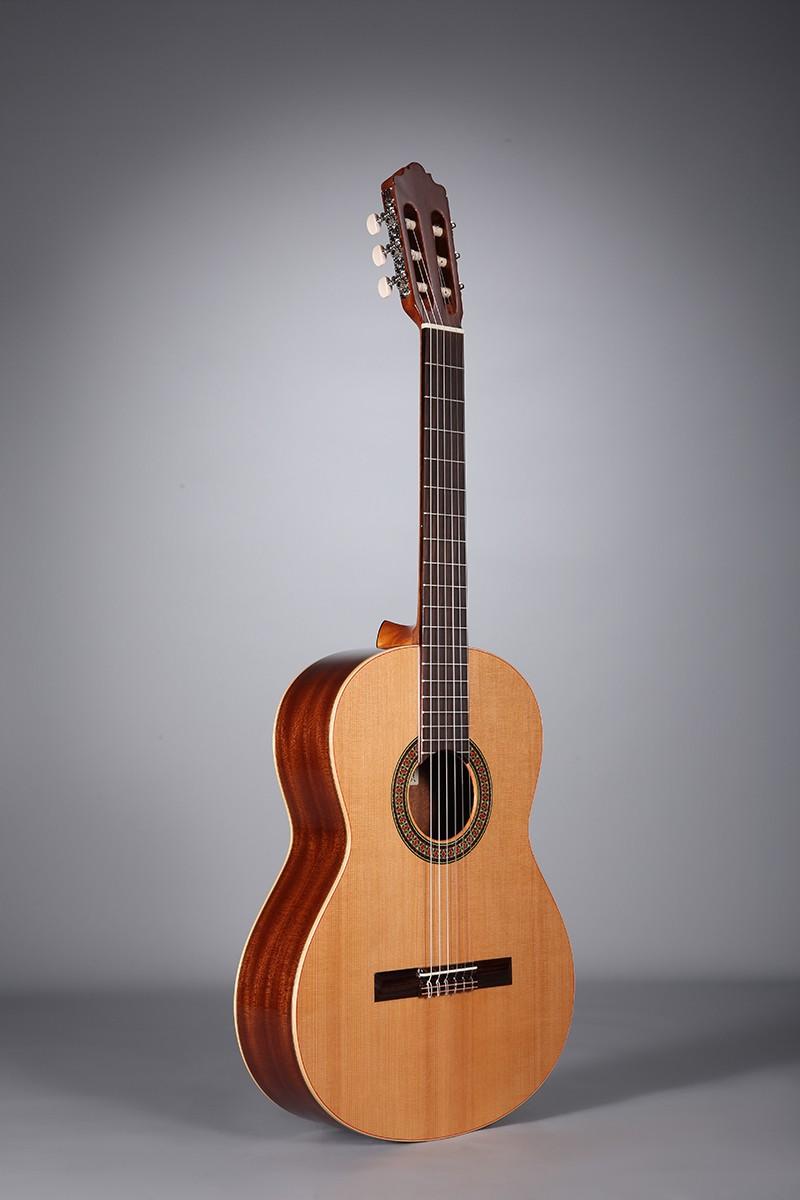 Guitares & Co - GUITARES CLASSIQUES - 4/4 - ALTAMIRA - AT002 - Royez Musik