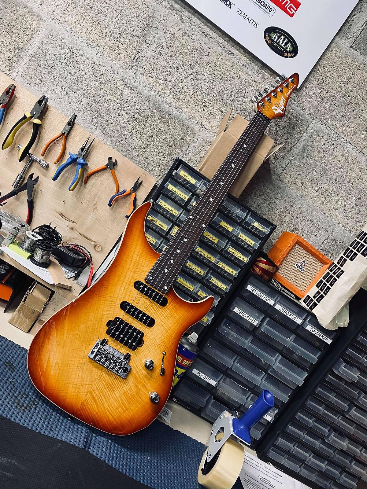 Guitares & co - GUITARES ELECTRIQUES - GUITARES SOLID BODY - Vigier  - Vigier Ultra Blues 2020 Amber - Royez Musik
